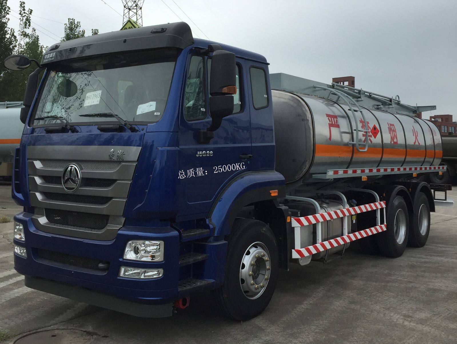 CGJ5250GRY11Y型运油车